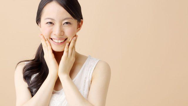 肌質遺伝子検査を行う女性